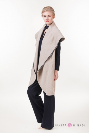 1-beige-woman-coat-excelent-style-fashion-shop-nikita-rinadi-800x1200