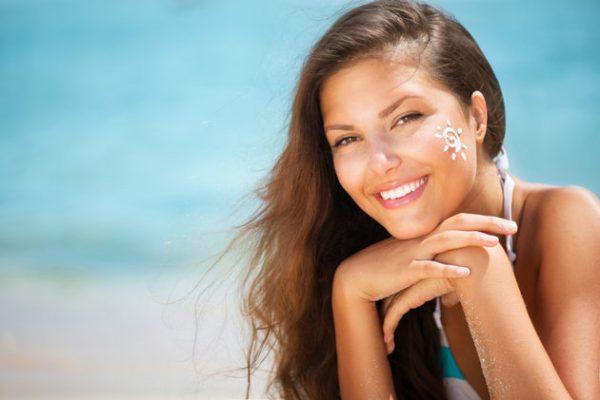 Cum-alegi-crema-de-protectie-solara-in-functie-de-tipul-pielii--Afla-cum-obtii-un-bronz-perfect-si-sanatos-