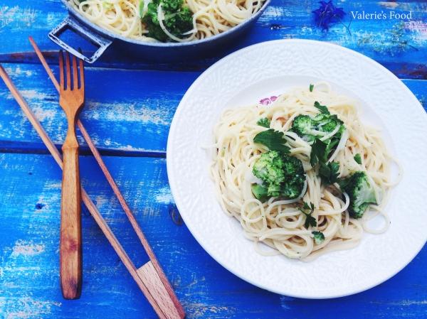 Spaghetti cu broccoli în sos cremos